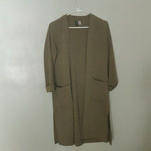 Perfect Duster! Size 6.